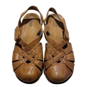 CLARKS 6M  Closed toed sandals